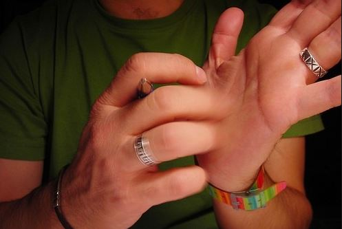What causes itchy palms and what is the meaning, superstition and myth